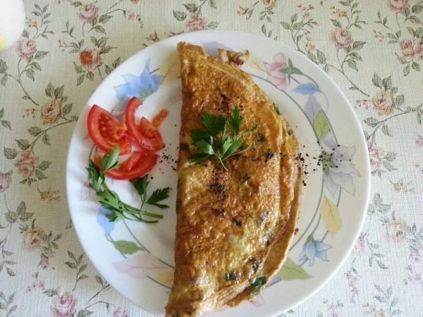 Yenibaharlı mantarlı omlet